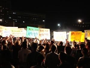 סיסמאות לא ברורות בהפגנה הראשונה של קיץ 2012